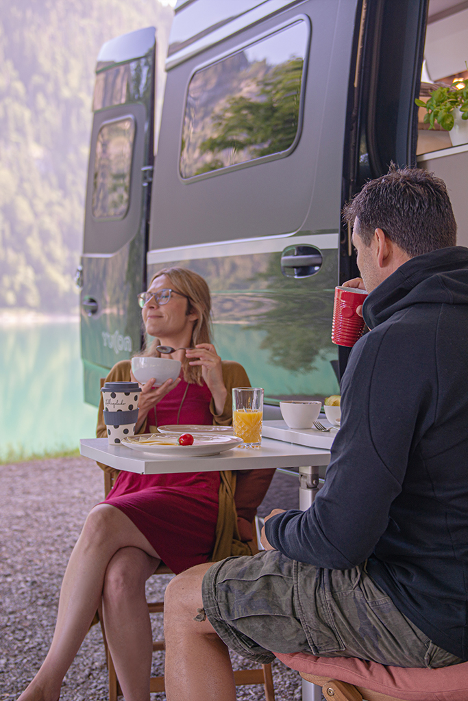 Breakfast in the Great Outdoors – Yucon 7.0 Lounge Camper Van by FRANKIA